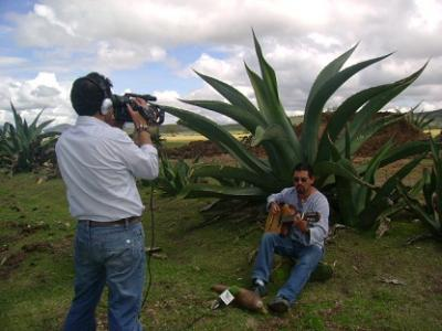 Grabando tema original para documental de Tv Azteca